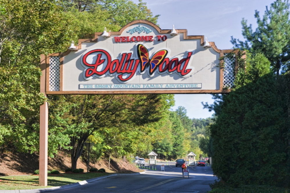 Dollywood entrance sign